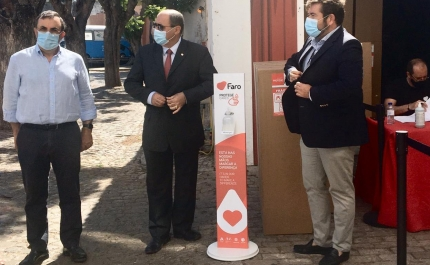Câmara Municipal de Faro apoia comércio local com dispensadores de gel